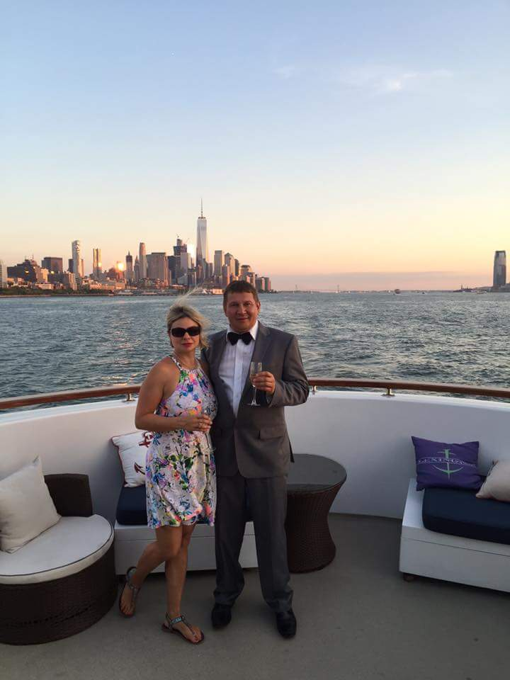 Russian MC Mikhail. Bilingual English-Russian Master of Ceremonies and tamada. Wedding on the boat in NYC